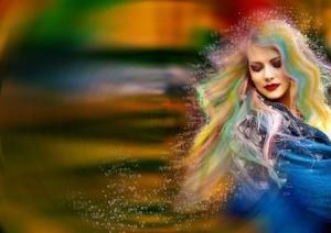 Frau mit verrückten bunten Haaren