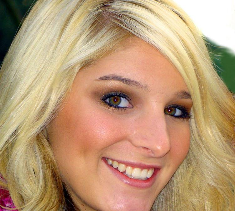 Frau mit blonden Haaren