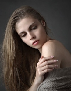 Haare können einfach und und schnell mit einer Warmluftbürste gestylt werden